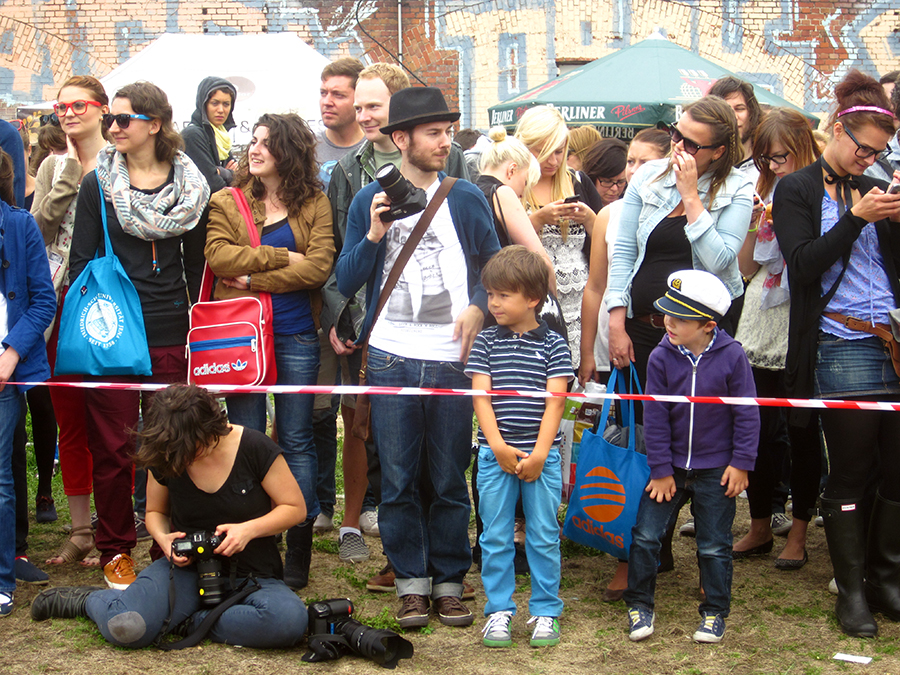 crowd watching the berlin hipster olympiade