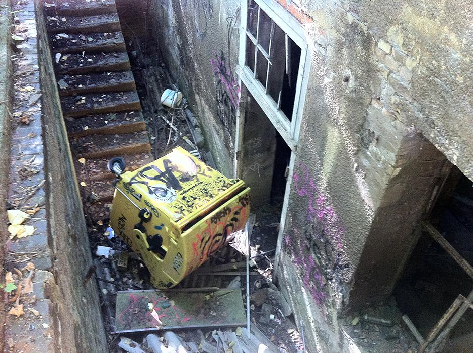 abandoned berlin building