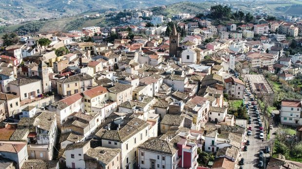 Abruzzo, Italy – An Italian Hotspot Worth Visiting - Travels of Adam - https://travelsofadam.com/2017/04/abruzzo-italy-spoltore/